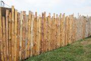 Строим забор из горбыля на дачном участке