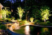 Как устроить систему освещения водоема на своем участке