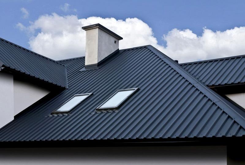 Более практичный материал для строительства дачной крыши своими руками – металлические кровельные материалы, оптимально – металлический профиль